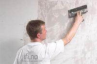 Til glassfiberstrie som sitter godt fast på veggen kan skrapsparkling med fordel benyttes i kombinasjon med en slett vev med armerende egenskaper