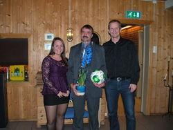 Bjarte med fortjent takk fra lagleder for damelaget Mali og fotballgruppas leder Morten.