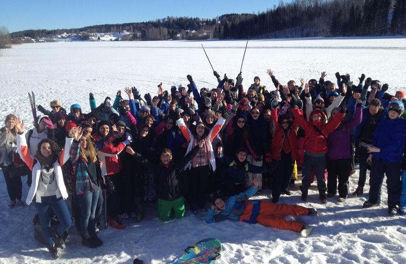 Elever fra Nes sammen med elever fra andre steder i Europa.