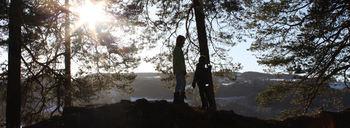 Barn besøker Mjøskastellet.