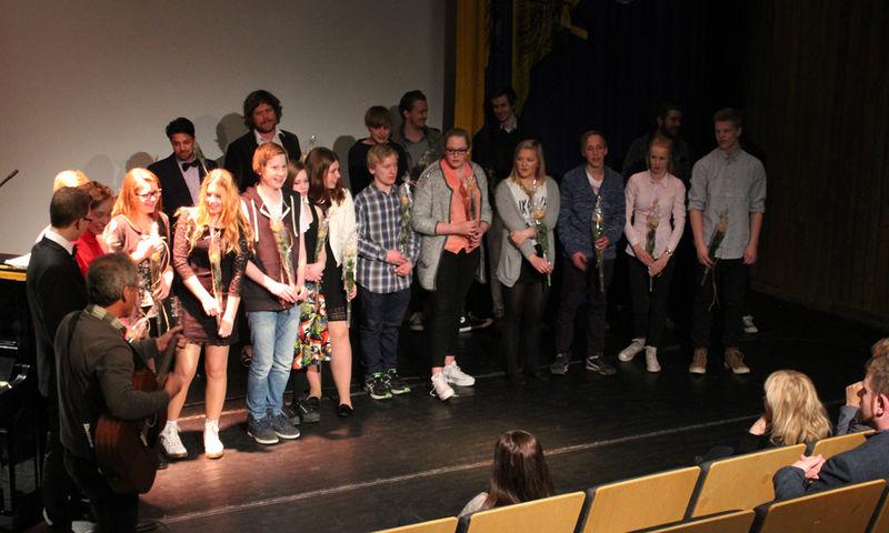 Mentorer, prosjektledere og ungdommene bak filmene.