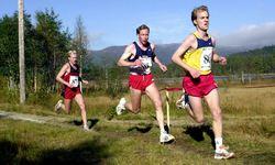 viser Jon Andre Prestulen, Stein Ivar Børset og Lars Steinar Haugen fra NM terrengløp i 2001