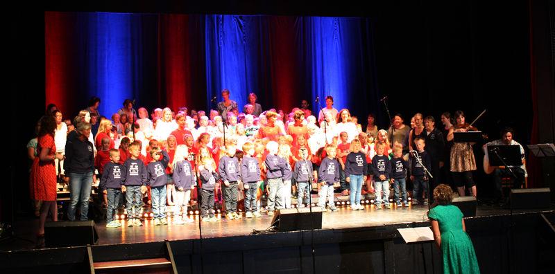 Barn fra alle barnehagene i nordre Ringsaker samt Nes synger