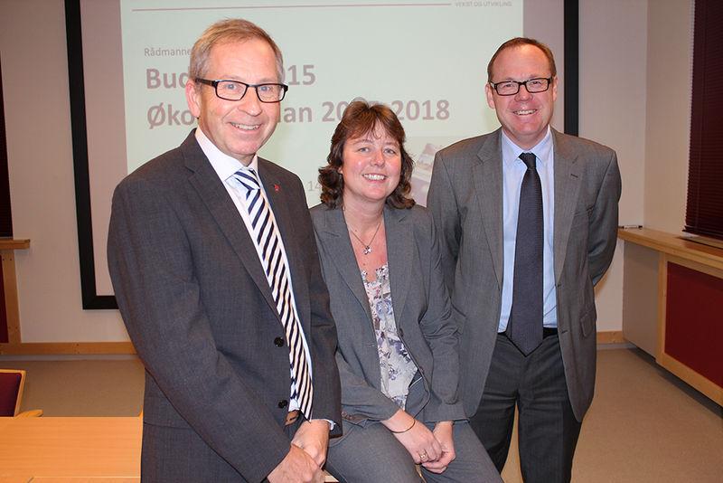 Assisterende rådmann Espen Hvalby, økonomisjef Rita Hidemstrædet og rådmann Jørn Strand.