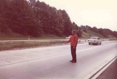 IMG_0020_Leikarringen_Noreg_Tyskland_1968_Knut_dirigerer_trafikken_på_motorveien