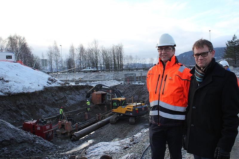 Administrerende direktør i Hias, Morten Finborud og varaordfører Geir Roger Borgedal er godt fornøyd med at arbeidet med nytt VA-anlegg er i gang.