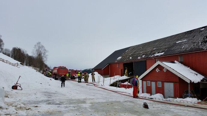 Fjøsbrann4_690x388.jpg