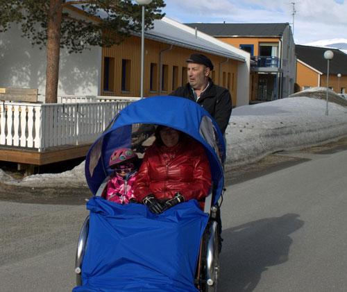 Gargo-har-fått-sine-første-sykler-Ut-på-tur-med-hjul.jpg