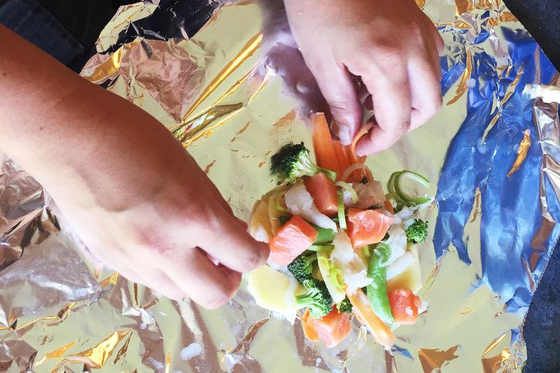 Fisk og grønnsaker i folie