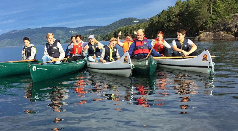 Ungdom i kano