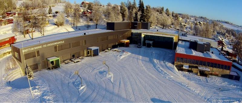 Brøttum skole sett fra luften