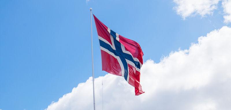 Det norske flagget som vaier i vinden