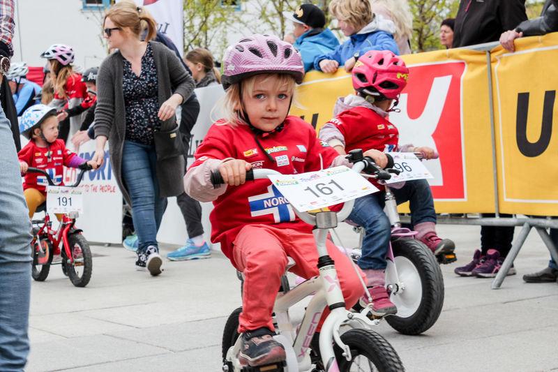 Jente på sykkel