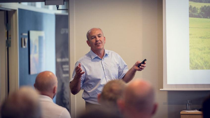 Lars Opsal, nestleder i Hedmark Bondelag, med foredraget «Landbruket i Ringsaker mot 2022»