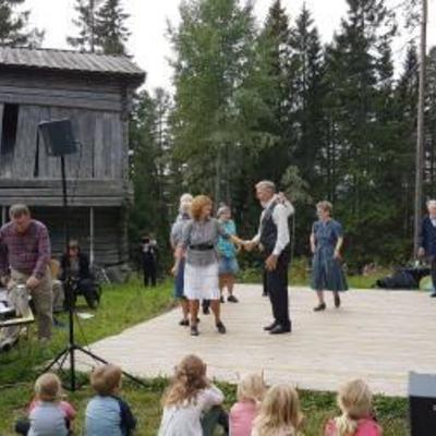 Friluftsmuseet_Leikarringen_Noreg_Dansegulv_20170903_131214_001