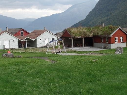Tjødnahaugane fellesområde med grendahus.jpg