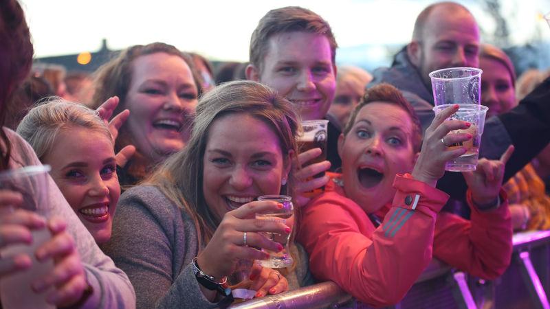 Folk på festival