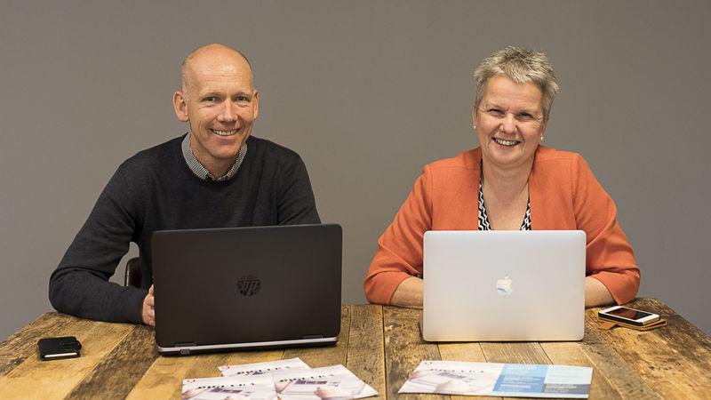 Leder for servicesenteret, Roger Nilssen, og biblioteksjef Mette Westgaard inviterer til Digi-Uka 2017