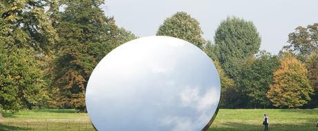 Anish Kapoor, Sky Mirror, 2006. Rustfritt stål.  Diameter 3,4 m. Kensington Gardens, 2010-11.  Foto: Dave Morgan. Tilhører kunstneren. © Anish Kapoor, 2018