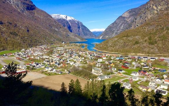Utsikt over Lærdalsøyri