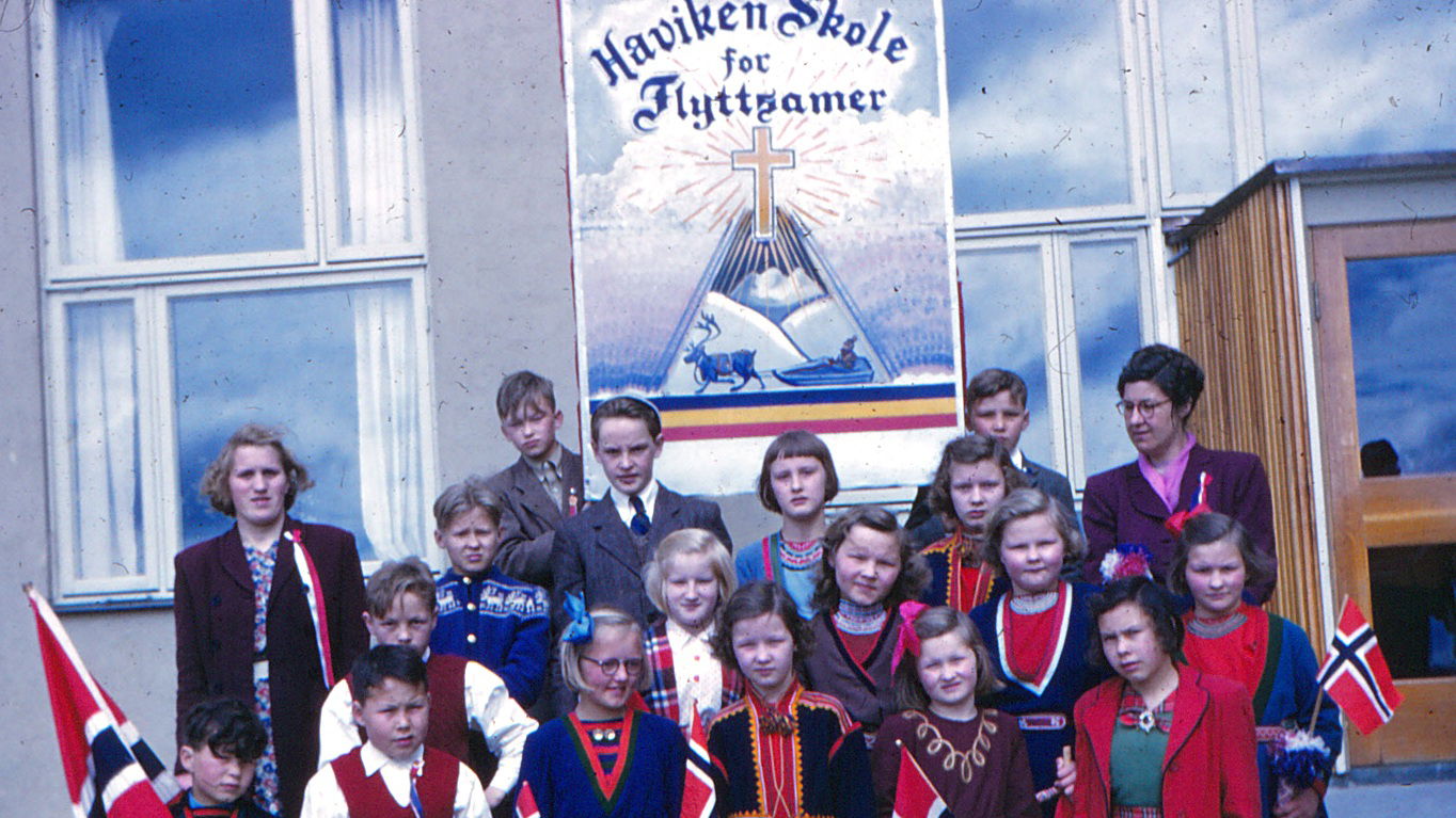 Elever fra sameskolen i Havika fotografert 17. mai 1951. Foto: By Birger Dahl