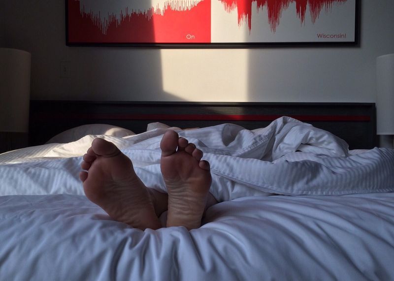 føtter i seng