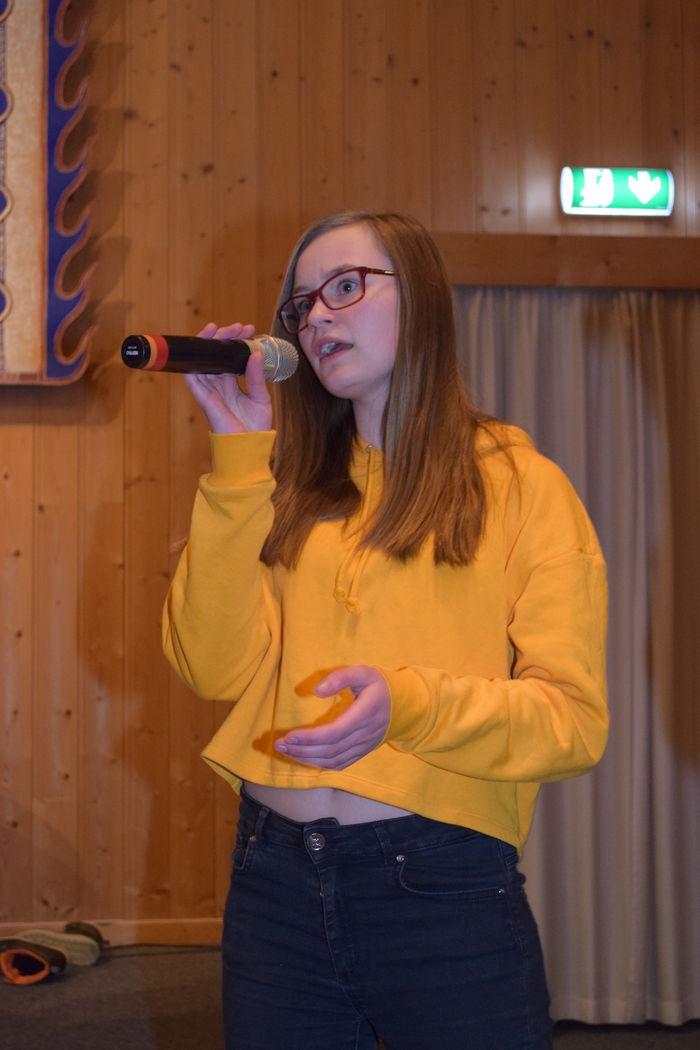 Linnea synger i koret Sørum Soul Children.