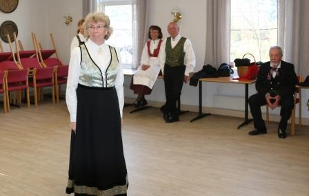 IMG_2786_Leikarringen_Noreg_Rosemalerstua_Fremsyning_Bunadspresentasjon.JPG