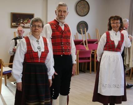 IMG_2776_Leikarringen_Noreg_Rosemalerstua_Fremsyning_Bunadspresentasjon.JPG