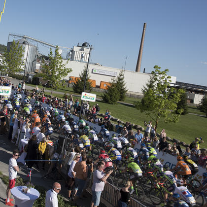 Syklister med publikum