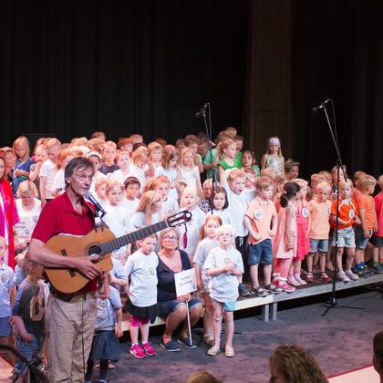 Barn som synger med Geirr Lystrup