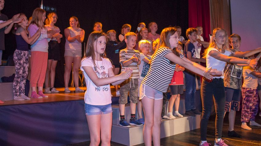 Elever på scenen