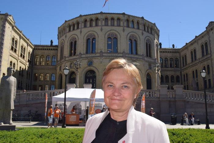 KLAR TALE. Rigmor Aasrud, første nestleder i Stortingets finanskomité, er klar på at finansieringen av hørselshjelpemidler må finansieres over Folketrygden, som i dag.