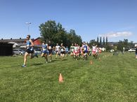 Startfeltet i junior- og seniorklassen som løper 6 km