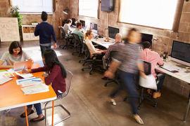 SKEPSIS. Tillitsvalgte i HLF Hordaland er svært skeptiske til åpent kontorlandskap, som de karakteriserer som et mareritt for hørselshemmede.Illustrasjonsfoto. Colourbox