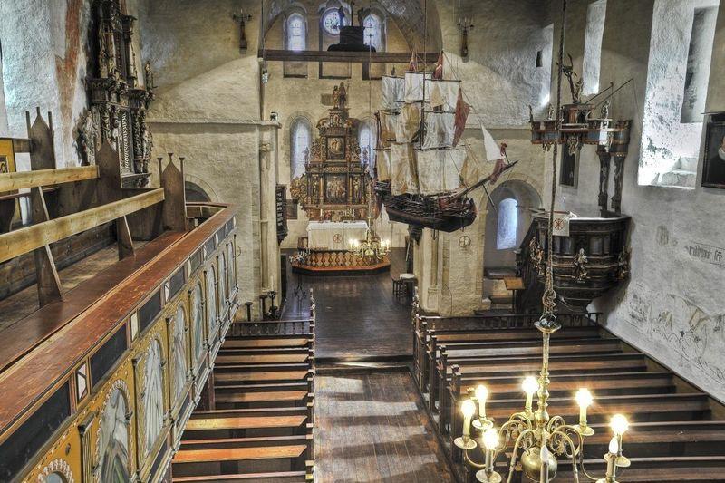 Tingvoll kirke - kirkerommet
