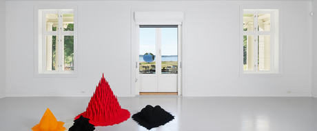 Anish Kapoor. Red Sand, White Millet, Many Flowers. Photo Istvan Virag.
