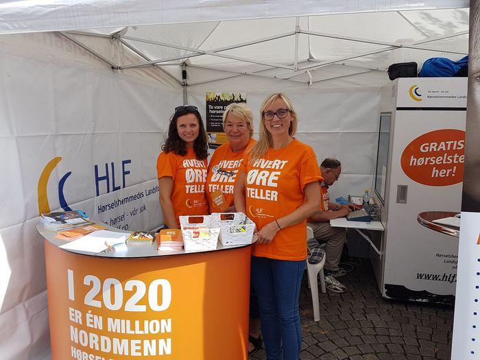 STAND NR 82. Hver dag under Arendalsuka er HLF på plass, blant dem organisasjonsrådgiver Nina Unn Øieren, leder Wivi Garthe i HLF Arendal og interessepolitisk rådgiver Hildegunn Falnnag i HLF.