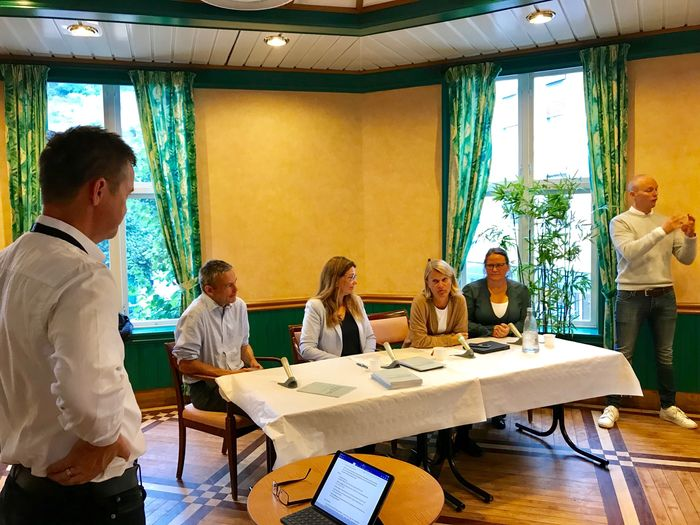 SKOLEDEBATT. I panelet fra venstre: HLFs Anders Hegre, Høyre-representant Turid Kristensen, Arbeiderpartirepresentant Nina Sandberg og forsker Ulrika Lövkvist.
