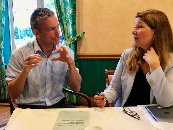 ENIGE. HLFs generalsekretær Anders Hegre og stortingsrepresentant Turid Kristensen (H) var enige om at det er viktig med økt kompetanse blant lærerne.
