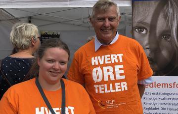 PÅ PLASS. Forbundsleder Morten Buan og styremedlem Guro Markussen i HLF deltok også under Arendalsuka.