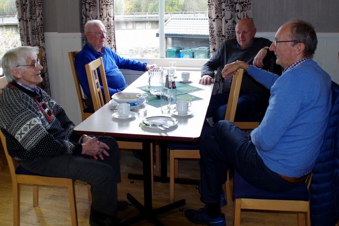 Bolme pensjonat middagsgjester.JPG