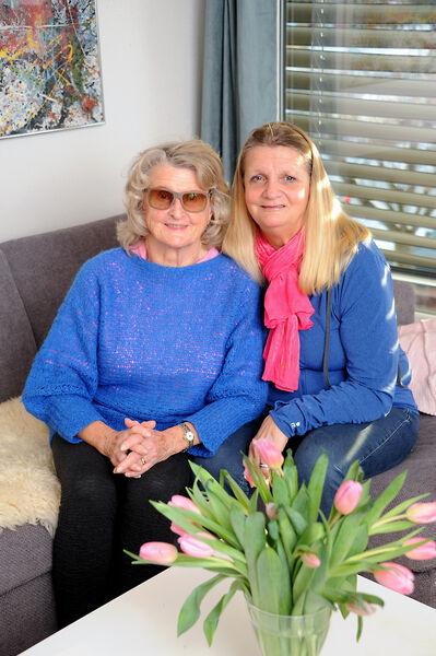 STERKE BÅND. Dot Elisabeth kan takke sin egen vilje og oppmuntrende foreldre for et liv med mye fysisk aktivitet. -Som barn var du ustoppelig, og det er du jo fortsatt, sier mamma Karin Krog.
