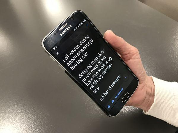 SNAKKESKRIVING. Ny mobilapp oversetter muntlig tale fortløpende til skjerm og vil bli til stor hjelp for deg med nedsatt hørsel.