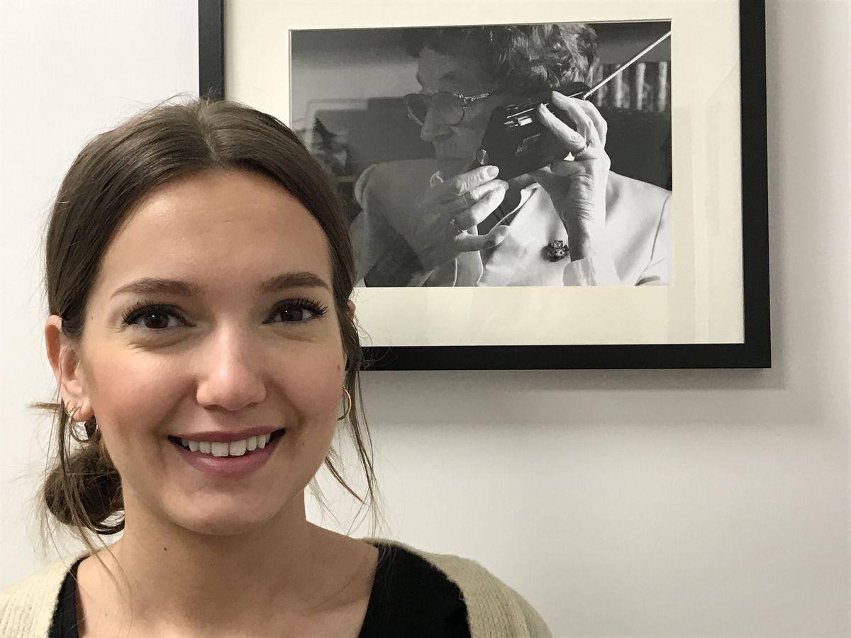 SØKER PÅRØRENDE. Audiopedagogstudent Miriam Godø vil undersøke hvordan det er å leve sammen med en partner som har nedsatt hørsel.Foto. Tor Slette Johnsen