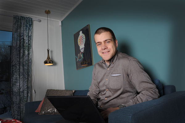 PÅ PLASS. HLFs nye generalsekretær Henrik Peersen (36) gleder seg til å kjempe på vegne av samfunnets snart én million hørselshemmede. (Foto Marianne Otterdahl-Jensen).