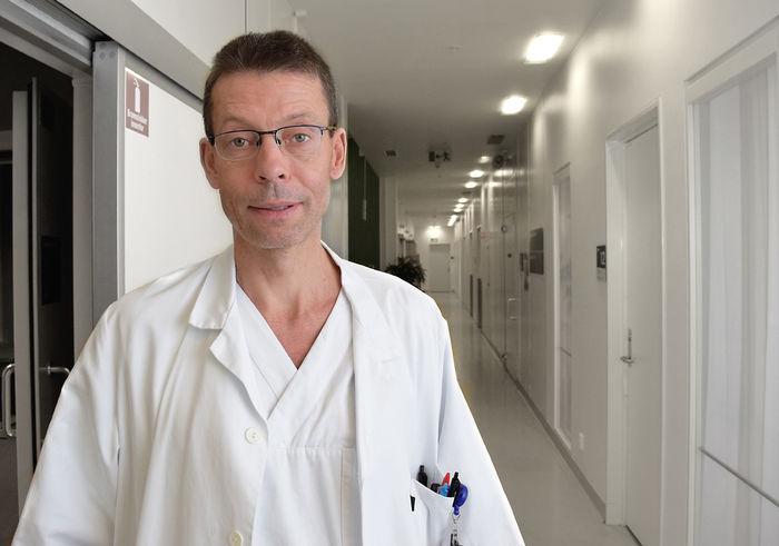 STOR GEVINST Overlege Haakon Arnesen ved høresentralen på St. Olavs hospital ser stor gevinst i hørselstestingen av nyfødte.