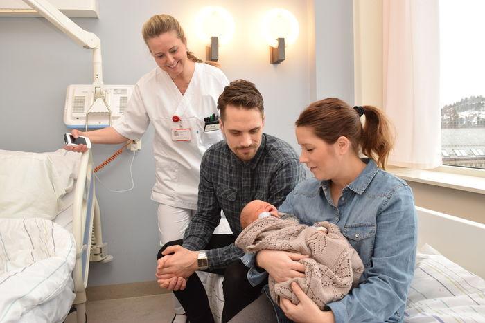 Barnepleier Rita Kojen ved St. Olavs hospital i Trondheim er glad hver gang hun kan gi foreldre beskjed om at barnet har normal hørsel.Den beskjeden har nå gitt Siri Reppe Sorken og Magnus Ingdal Nilsen.