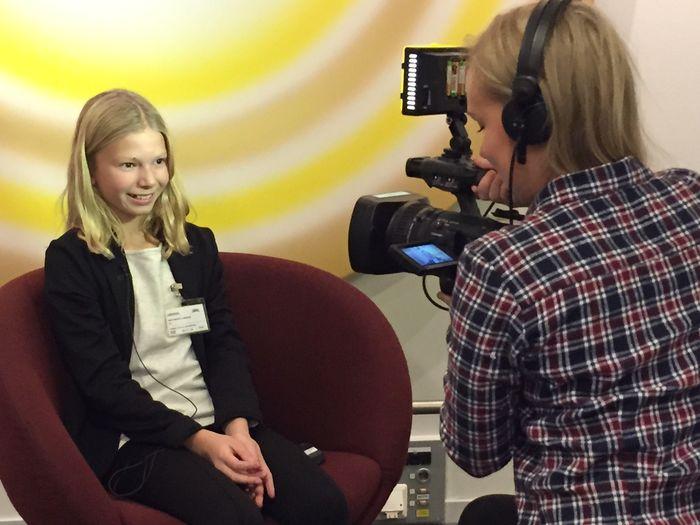 KLAR TALE. Amanda Wentworth var bare ti år gammel da hun første gang ga klar melding til politikerne. Her blir hun intervjuet av NRK. Foto Anja Hegg