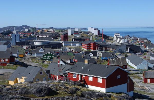 LANG REISE. To ganger i året får Grønland besøk av øre-, neste- og halslege og audiograf fra Danmark. Foto. Bam og Biofoto